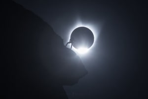 Video: How that iconic climber eclipse photo was made
