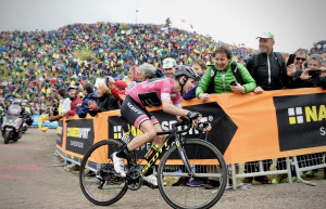 Giro: Simon Yates & Mitchelton Scott Edge Toward History On Eve Of Crucial Time Trial