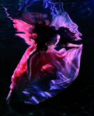 Behind the Camera: Shooting Fashion... Underwater