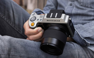 World's first medium-format mirrorless camera announced