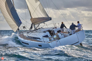 "Sun Odyssey 490 named ""Best of the Best"" by Robb Report"