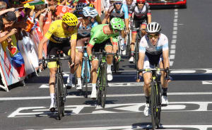 TDF Latest: Simon Yates 7th Overall As Bauke Mollema Enjoys Solo Stage Win