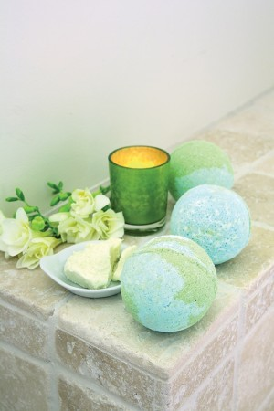 D-I-Y: Planet Earth bath bombs