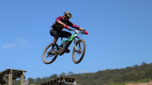 VIDEO: Australia's first e-mtb race