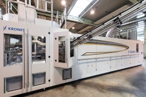 Krones speeds up stretch blow-moulding