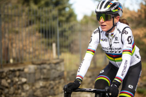 VIDEO: World Champ Annemiek van Vleuten Trains With Mitchelton Scott Men's Team