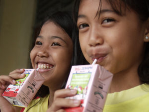Tetra Pak to fight waste with paper straws
