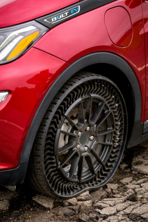 GM tests airless tyres