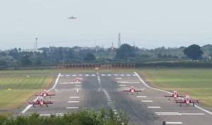 FRIDAY FLYING VIDEO: Red Arrows Landing