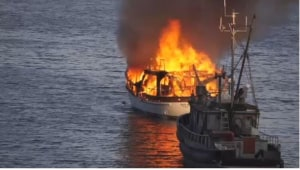 Crowd watches as sailboat burns, sinks off Salt Spring Island, British Columbia