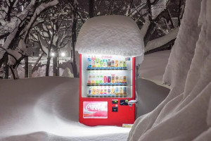Amazing images of snow-covered vending machines in Japan