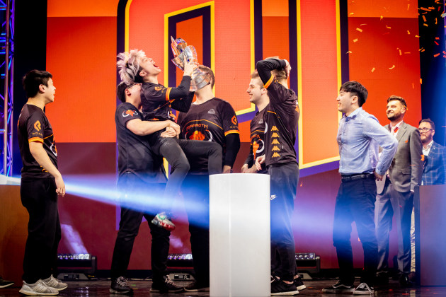 Melbourme esports mammoth_opl_team_celebrate_their_win_2_sarah-cooper_meo-2019_19.jpg