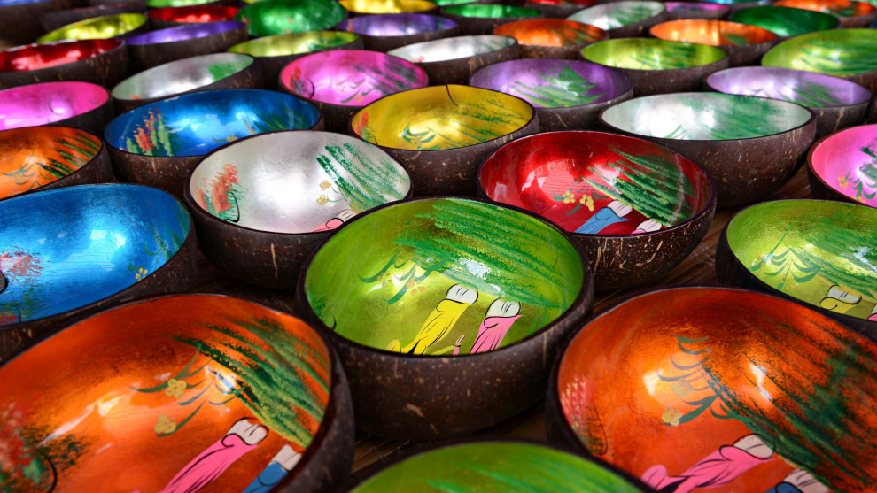 Colourful bowls at a market in Vietnam. © David Lazar
