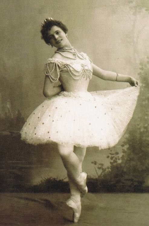 Pierini Legnani (c 1896), the first dancer to perform the 32 fouettes.