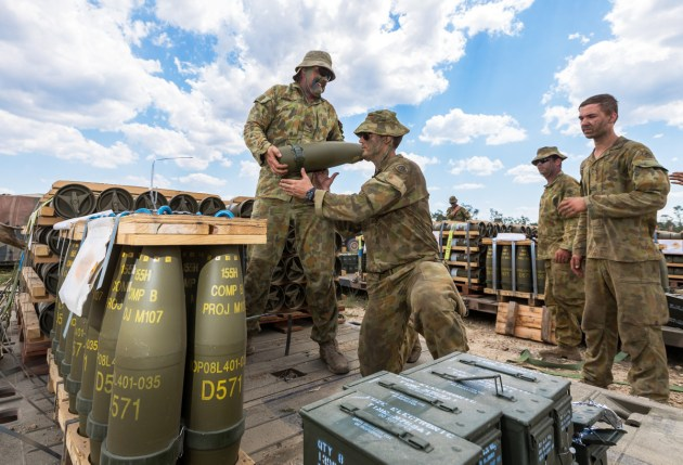 Australian Army personnel from A Battery, 1st Regiment, Royal Australian Artillery transfer ammunition for a M777 howitzer during Exercise Diamond Run 2017 at Shoalwater Bay Training Area, Queensland. Credit: Defence