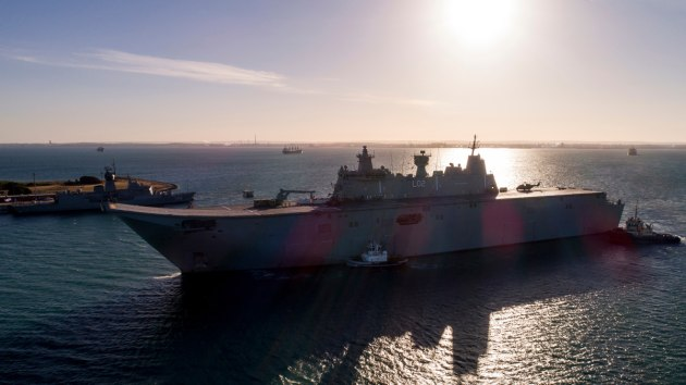HMAS Canberra prepares to come alongside at Fleet Base West. (Defence)
