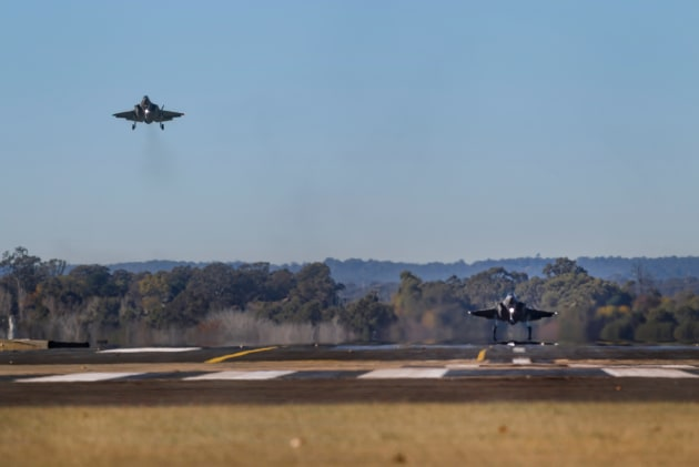 F-35A Joint Strike Fighters from No.3 Squadron conduct instrument landing approach training at RAAF Base Richmond. (Defence)