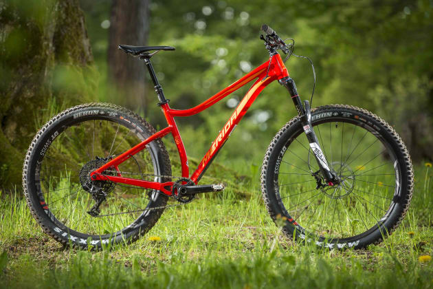 4f70b5cfc49 ... Merida believes in plus tyres for hardtails and suspension bikes with less  than ...