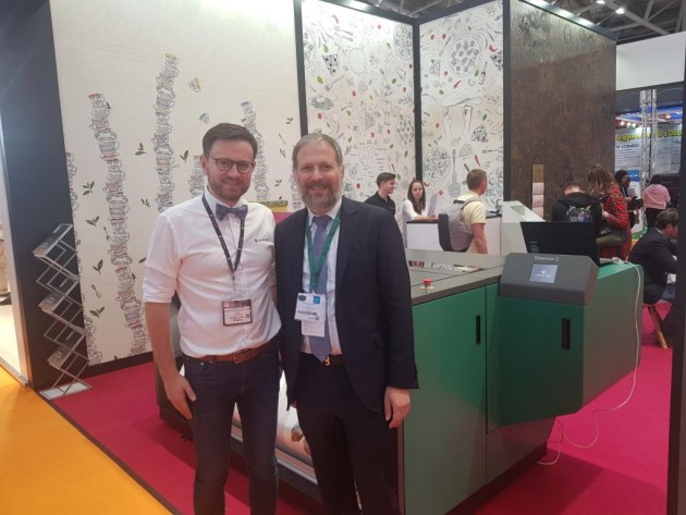 Textured printing: Abe Weiszberger (r) with Dimense CEO Arkadj Bliumin