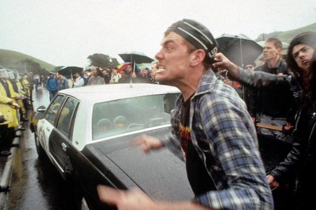 © Ed Kashi (VII Photo). Anti-KKK members rally against Nazi supporters at the Aryan Nation Woodstock in 1989. Richard Girnt Butler, leader of the white-supremacist group Aryan Nations, organised the parade to celebrate the 100th birthday of Adolf Hitler.
