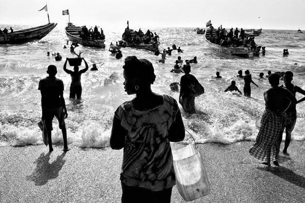 Kars tuinder fishmarket africa black white photo of the year 2017