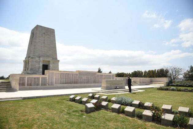 Burak Gundogan laid wreaths alone at Lone Pine cemetery, accompanied only by a photographer.