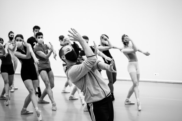 Craig Davidson with the dancers of the Junior Ballett Zurich. 