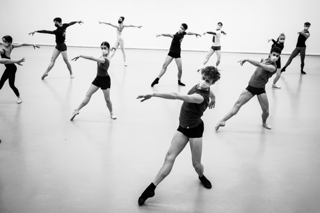 Dancers of the Junior Ballett Zurich rehearsing Craig Davidson's 'Entropy'. Photo: Admill Kyler