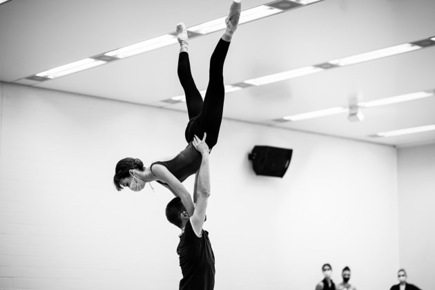 Dancers of the Junior Ballett Zurich rehearsing Craig Davidson's 'Entropy'.