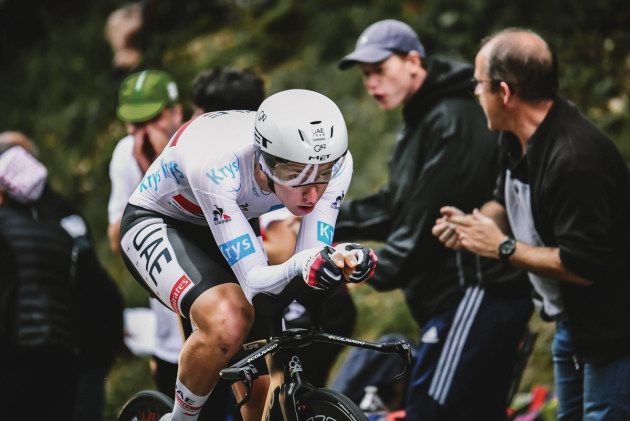 In the white 'best young rider' jersey Tadej Pogacar put in a faultless performance at the Stage 5 TT. Image: ASO.