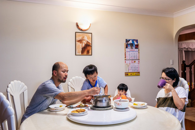 Louis LIM, Chiang family 2018, from the series, Over a meal. courtesy of the artist.