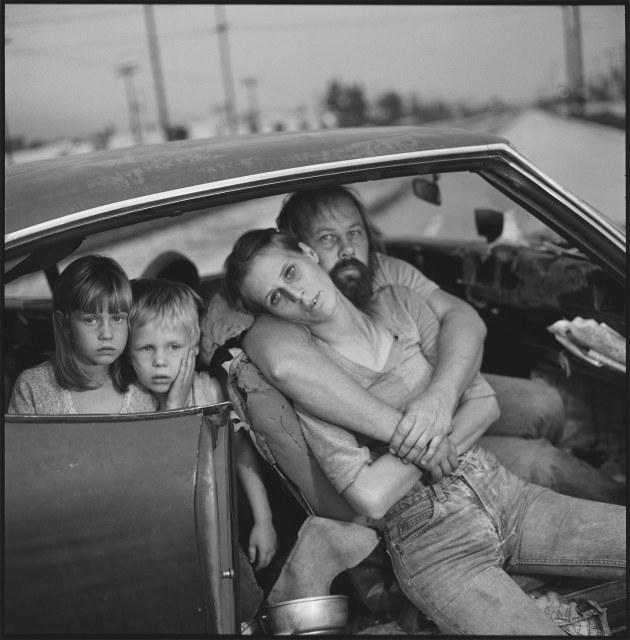Mary Ellen Mark (Aperture). Crissy, Jesse, Linda, and Dean Damm in their car, Los Angeles. 1987.