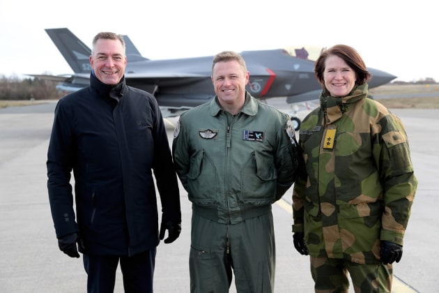 Norway's Minister of Defence Frank Bakke-Jensen, Lieutenant Colonel Ståle Nymoen (F-35 squadron chief) and Chief of the Norwegian Air Force Major General Tonje Skinnarland.