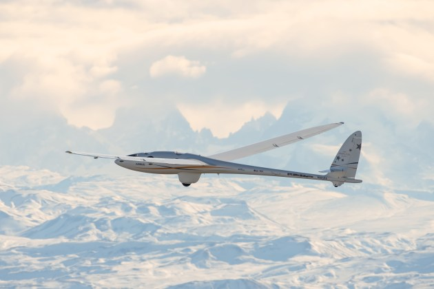 Airbus' Perlan Mission II set an altitude world record for piloted gliders.