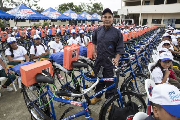 A distribution ceremony for 160 bicycles in February 2015 in Colombia