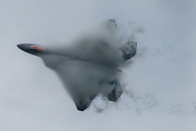 Air Force Maj. Paul Lopez, the commander of the F-22 Raptor Demo Team, performs a stiff pitch manoeuver. US DoD
