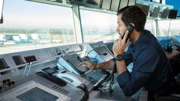 Rohde & Schwarz (Australia) has signed a contract with BAE Systems to provide software defined radios, back up communications systems and monitoring for RAAF air traffic control (ATC). (R&S)