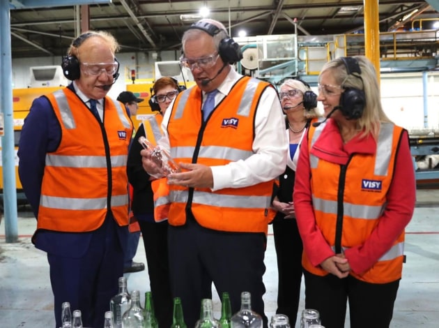 Visy chairman Anthony Pratt (left) has pledged $2bn investment in Australian manufacturing over ten years. Pratt is pictured with PM Scott Morrison and Minister for Industry Karen Andrews, who toured Visy's new Penrith glass facility on 26 Feb.  Source: Scott Morrison LinkedIn. Photographer: Adam Taylor