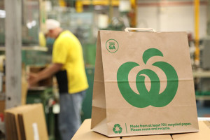 Woolies, Detpak launch Aussie-made paper bag