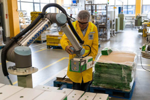 Cobots speed up palletising at Unilever