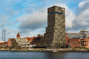 Top refrigeration for fjord's architectural highlight