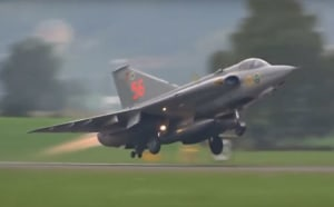 FRIDAY FLYING VIDEO: SAAB Draken