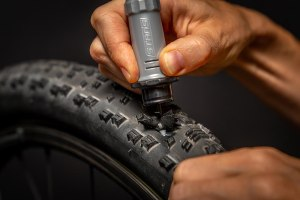 LATEST DIRT: Stans NoTubes Dart Tool